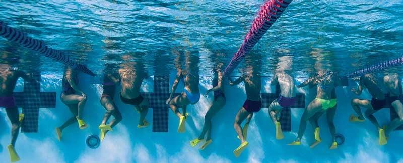 allenarsi con pinne corte nuoto