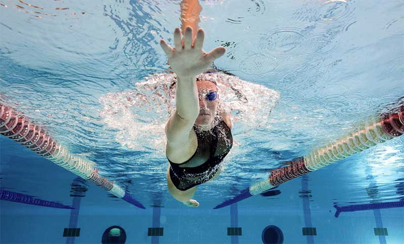mano aperta nuoto