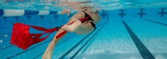 Allenare la forza in acqua con il paracadute - di Mattia Santi